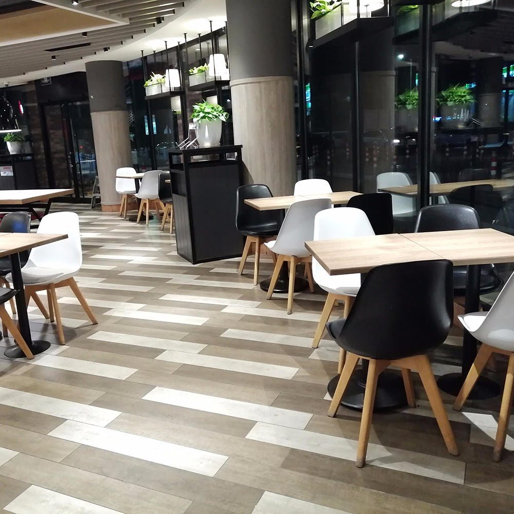 Uptop Furnishings-Best Restaurant Tables And Chairs And Plastic Chair Factory   Case-4